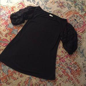 Adorable Umgee classic black dress top